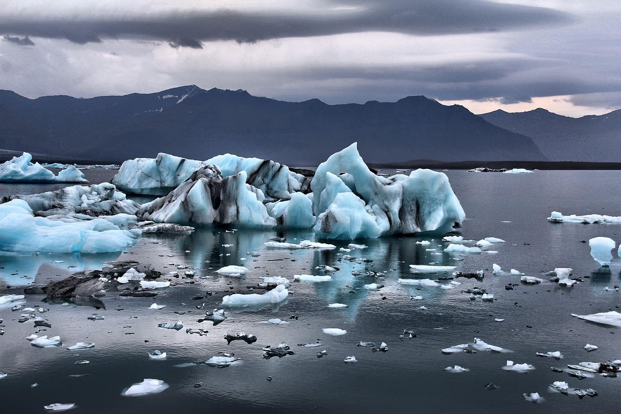 Исландия, ледники и горы.